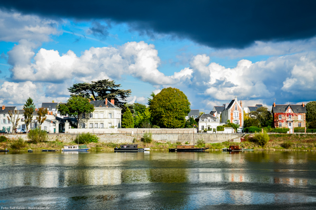 Blick von der Altstadt Saumurs aus auf die andere Loire-Seite