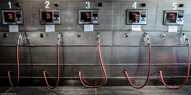 Wein-Tankstelle in der Cantina d'Isera im Trentino