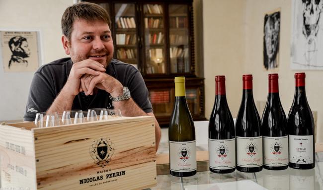 Nicolas Jaboulet mit den Weinen der Maison Nicolas Perrin