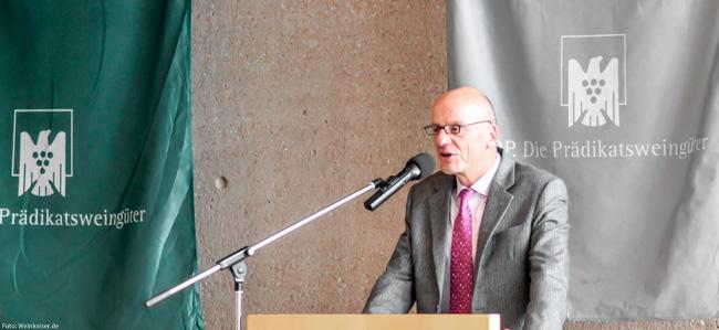 Egon Müller bei einer der Versteigerungen des Großen Rings in Trier