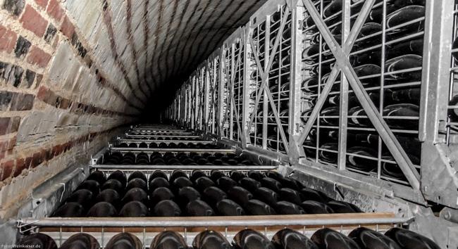 Gitterboxen im Keller von Champagne Gosset