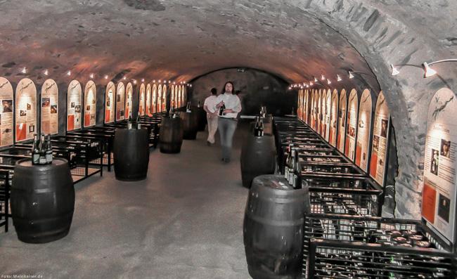 Vinothek im Kellergewölbe des Cusanus-Stift