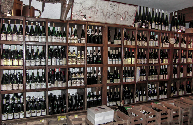 Weinregal im Rieslinghaus